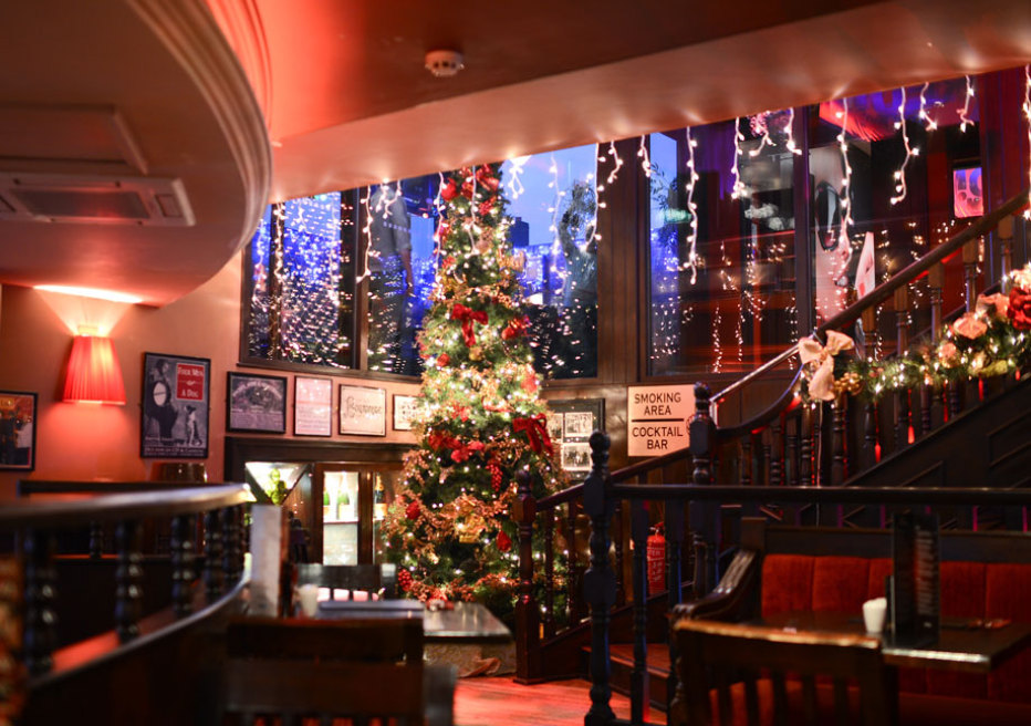 Main_Bar_Xmas_tree.jpg